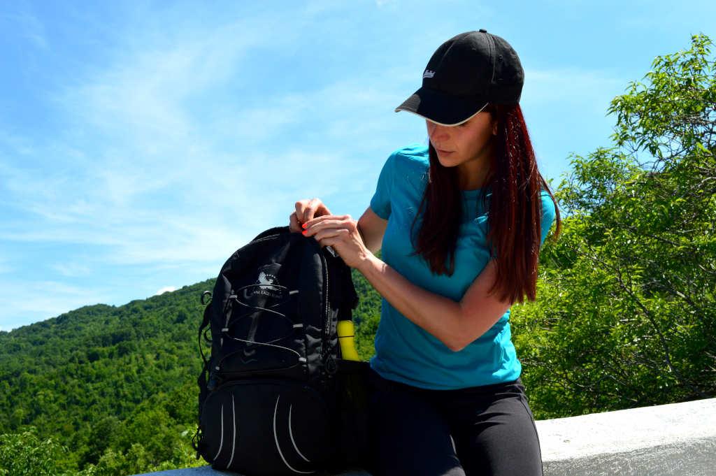Cosa portare per un'escursione giornaliera in montagna?